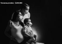 Fotografía realizada a una familia santandereana esperando un nuevo integrante con la esperanza de pasar sanos y salvos una critica situación de incertidumbre, la pandemia del 2020. Plinio Barraza
